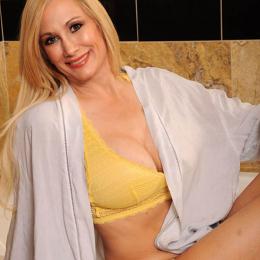 rt-shelbystar-yellow-bikini