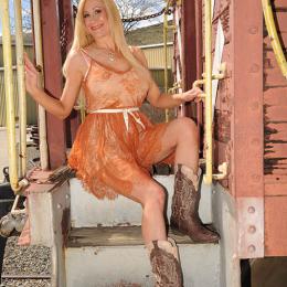 shelbystar-orangedress2